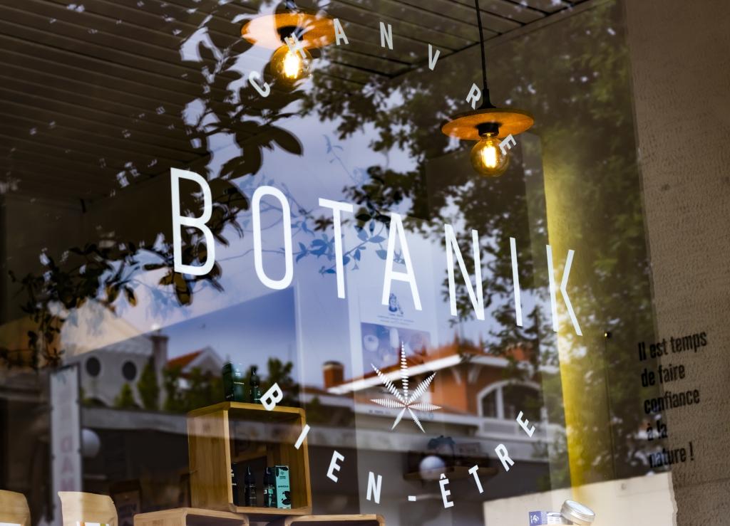 devanture de la boutique Botanik store Arcachon